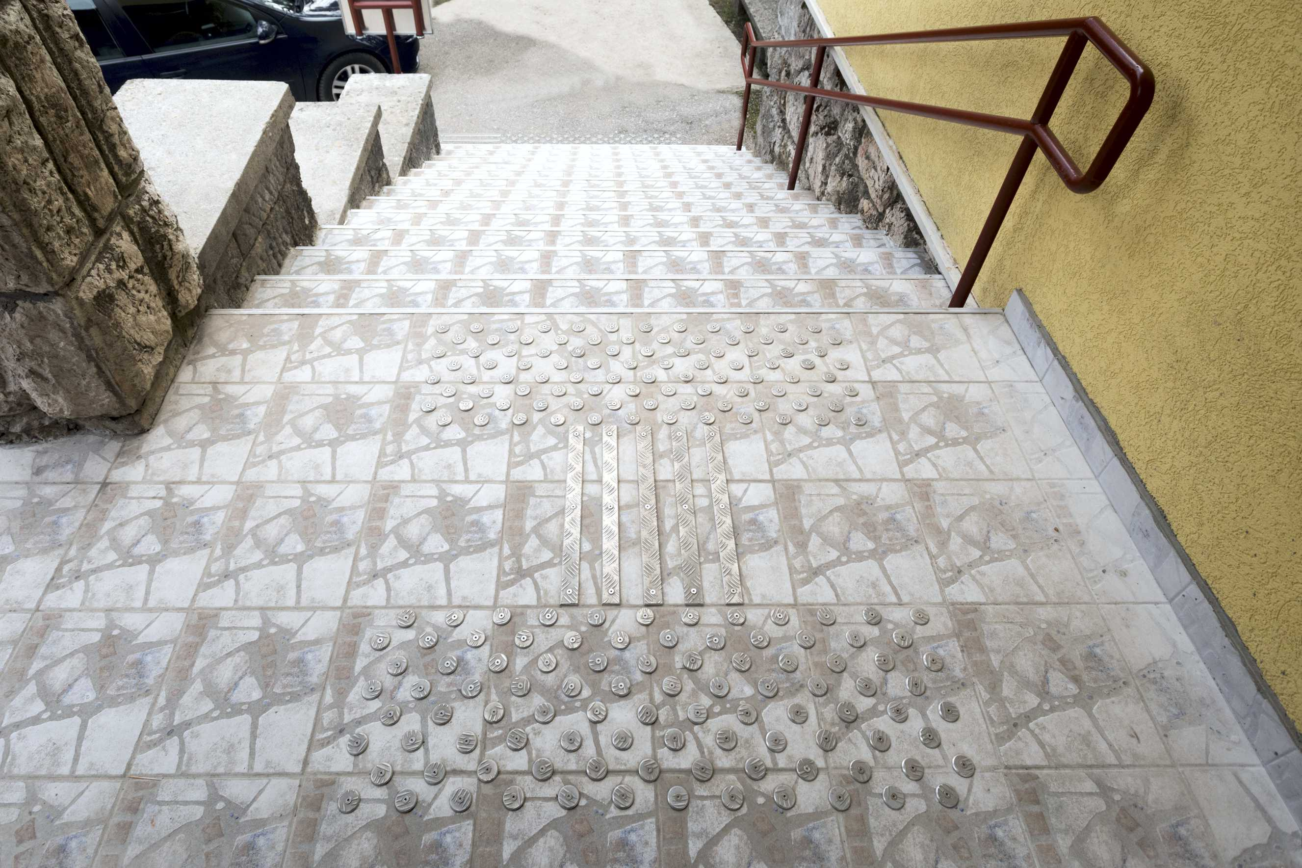 Tactile path outside