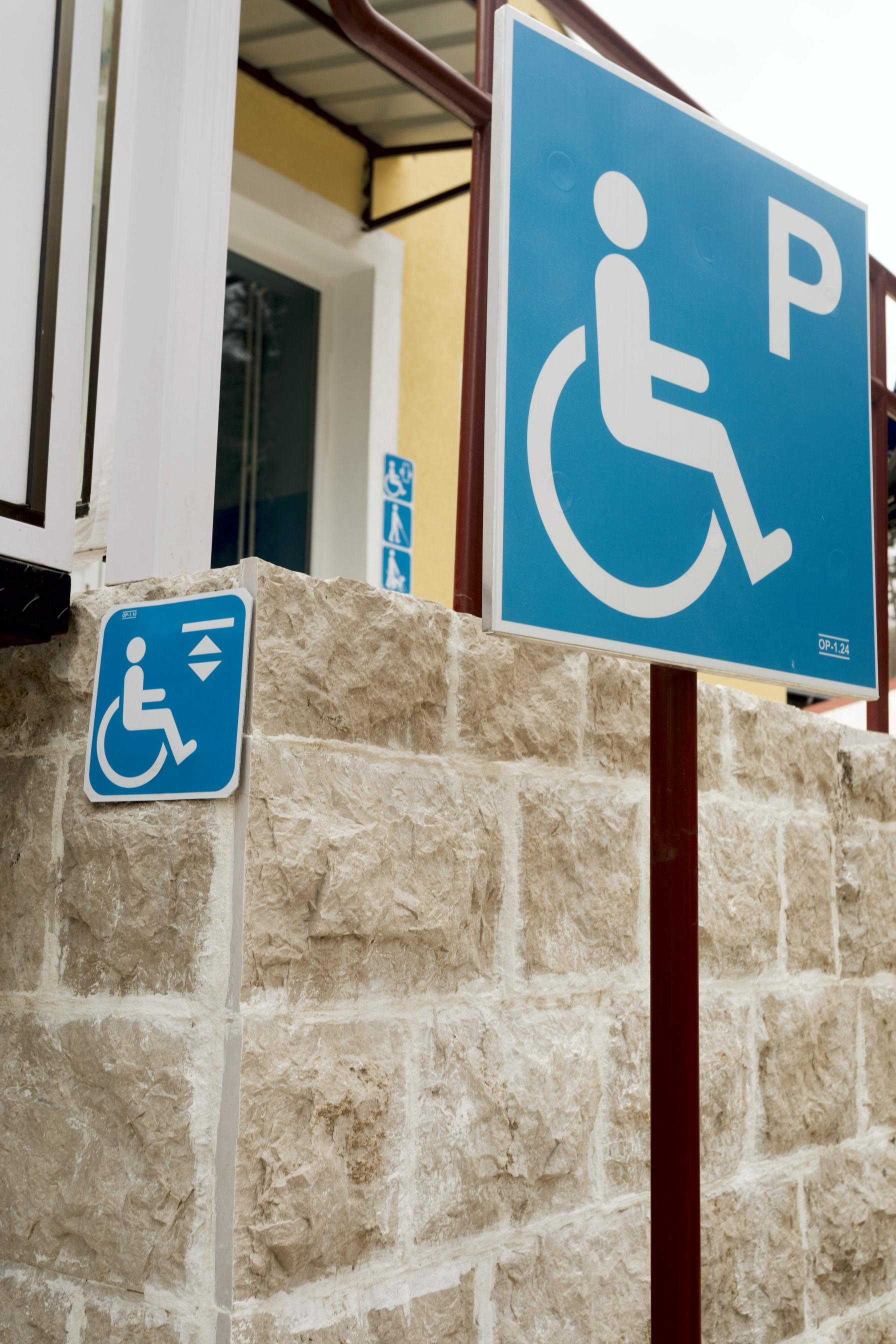 Accessibility signs Alu