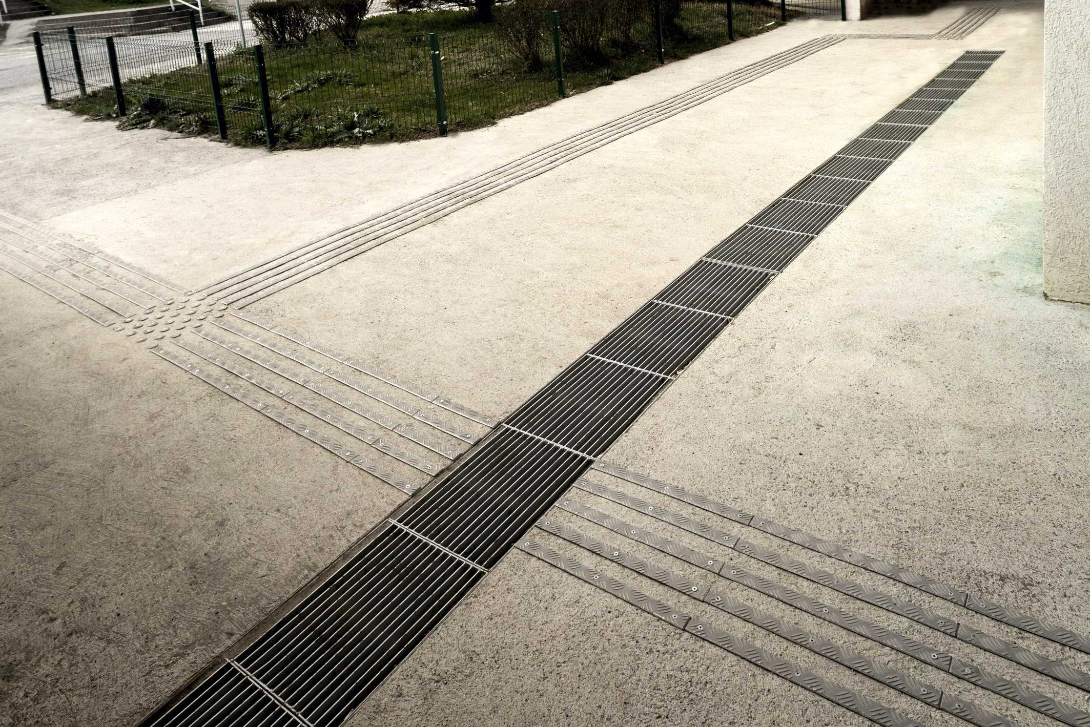 Tactile paths outdor (10).jpg