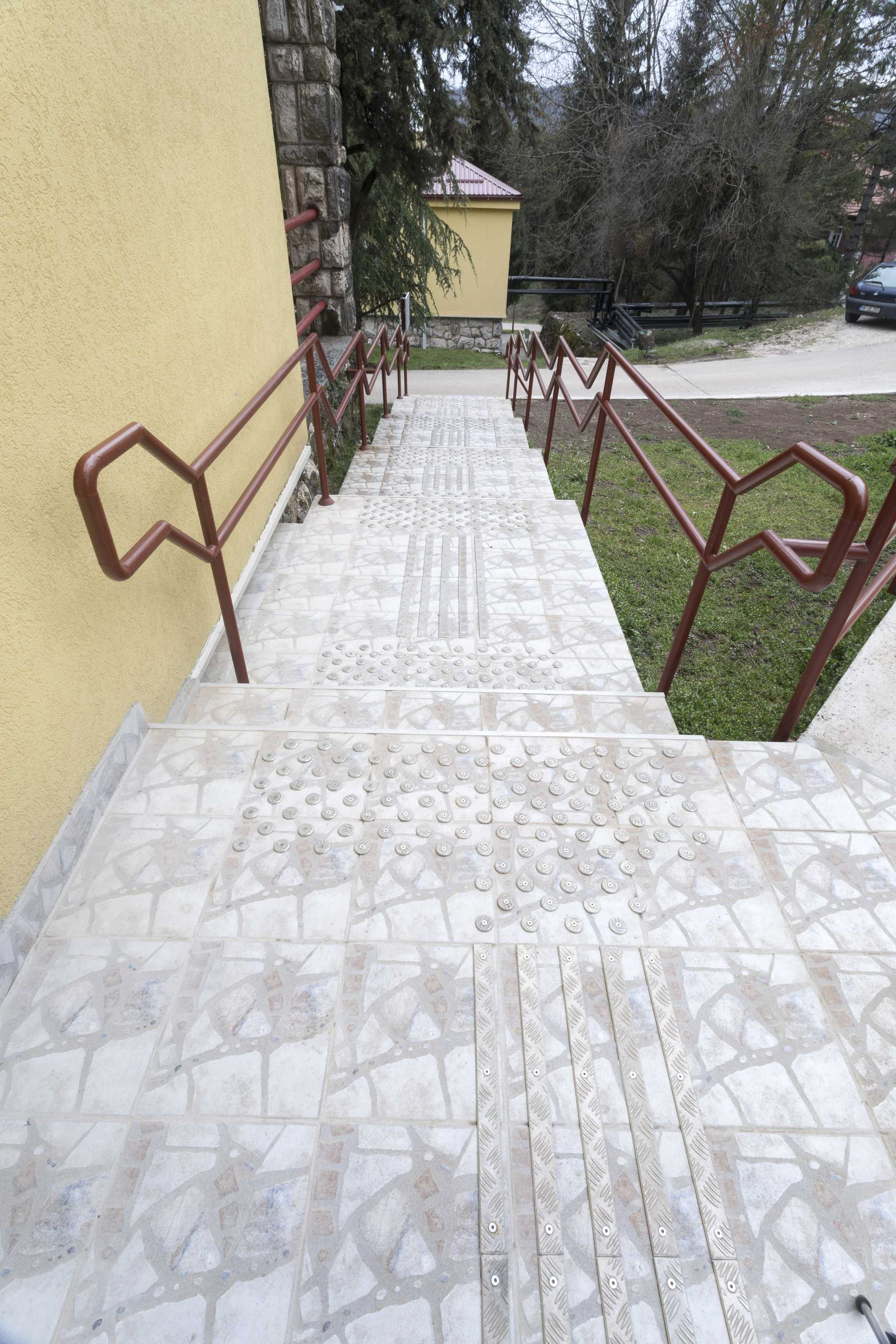 Tactile paths outdor (8).jpg